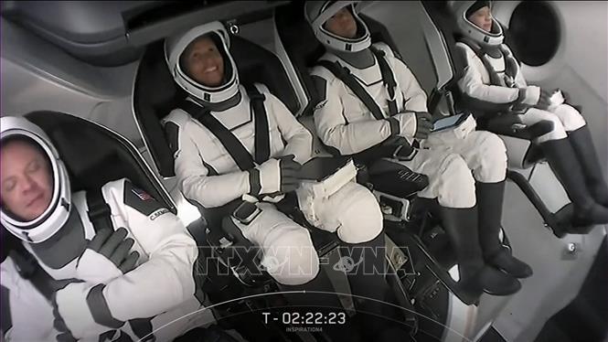 Bốn phi hành gia không chuyên tham gia chuyến bay vào vũ trụ của Tập đoàn Space X. Ảnh: AFP/TTXVN