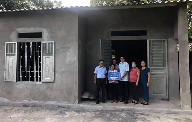 Một hộ nghèo đặc biệt khó khăn về nhà ở tại thị xã Nghĩa Lộ được hỗ trợ xây dựng nhà kiên cố.