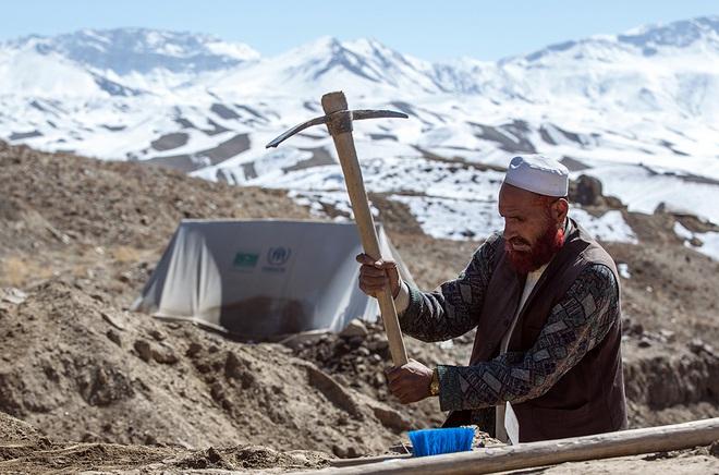 Một lao động địa phương khai thác mỏ đồng Mes Aynak ở Afghanistan năm 2013