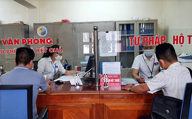Từ đầu năm đến nay, Bộ phận Phục vụ hành chính công của phường đã tiếp nhận và giải quyết trên 1.500 hồ sơ các loại.