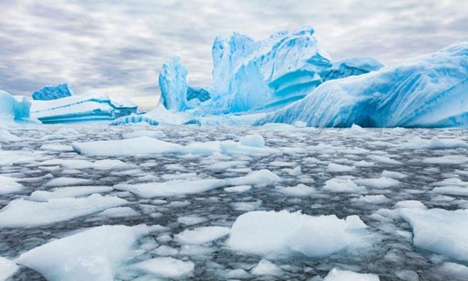 Những núi băng trôi màu xanh ở Nam Cực. Ảnh: iStock.